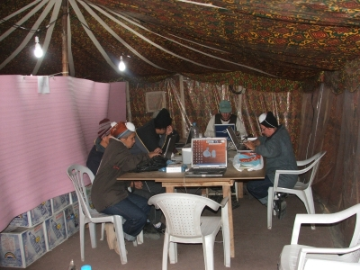Pakistan Internet Cafe http://www.pakistanblog.elandresources.com/2005/12/24/balakot-internet-cafe-and-my-crib.html